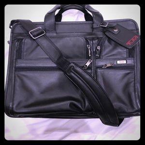 TUMI Leather Expandable Laptop Business Case NWOT
